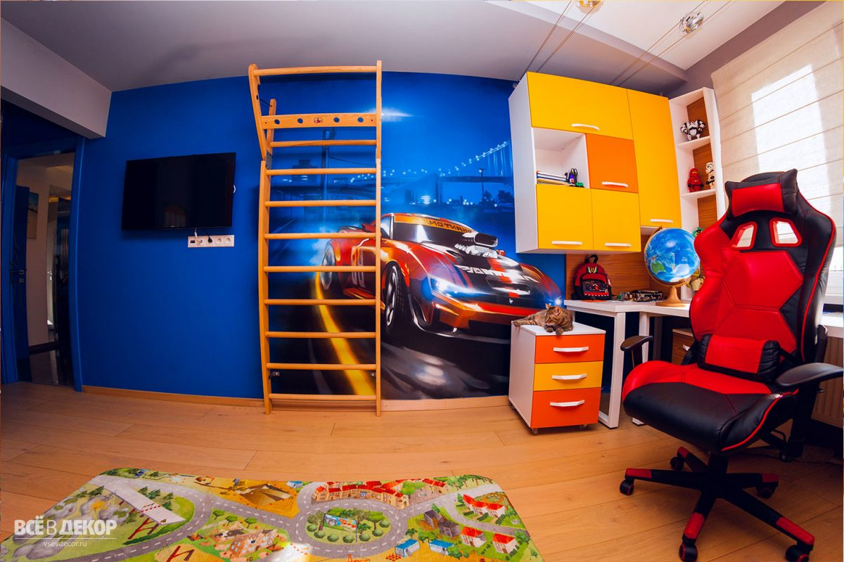 Оформление стен в детской, Роспись стены в детской комнате мальчика, Рисунок машины на стене